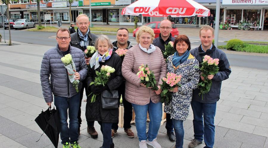Ein Bild aus vergangenen Zeiten: Rosen zu Muttertag verteilt die CDU in diesem Jahr keine, dafür gibt es für alle Interessierten eine Blumenmischung.